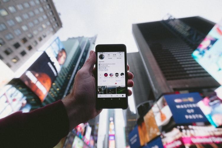 Redes sociais em Celular corporativo, bloquear ou controlar?